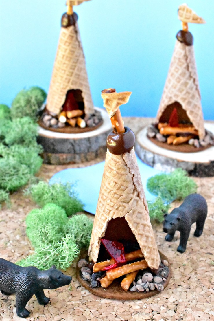 Do not feed the bears with these allergen friendly campfire TeePee Cookies! @forkandbeans www.forkandbeans.com