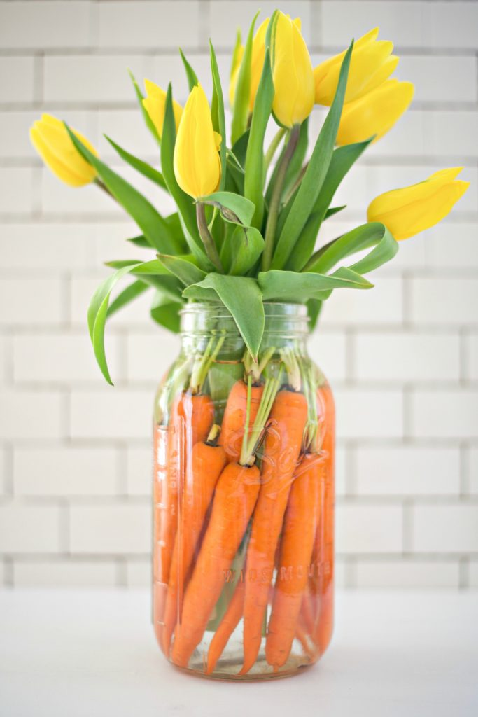 No need to break your wallet for beautiful decor, impress your guests with these inexpensive and simple Easter table ideas!